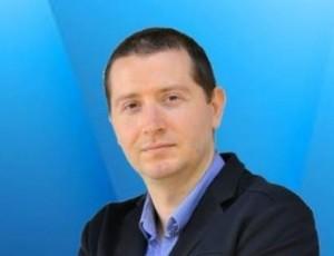 Алекс Попов първият и единствен човек в България, който е пил от извора и е завършил и трите нива в НЛП (Невро-Лингвистично Програмиране) лично при Д-р Ричард Бандлър